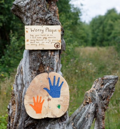 Lay your hand on the Worry Plaque in Fairy Avenue and have all of your worries taken away