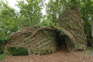 Patrick Dougherty entrance Ruaille buaille front page lo res